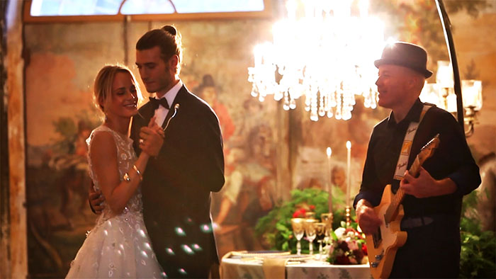 Italian wedding music band Tuscany - plaiyng for an intimate wedding