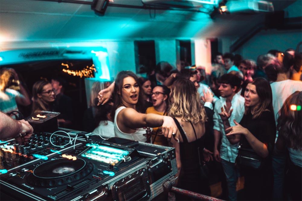Italian wedding DJs for hire - Wedding DJ Tuscany